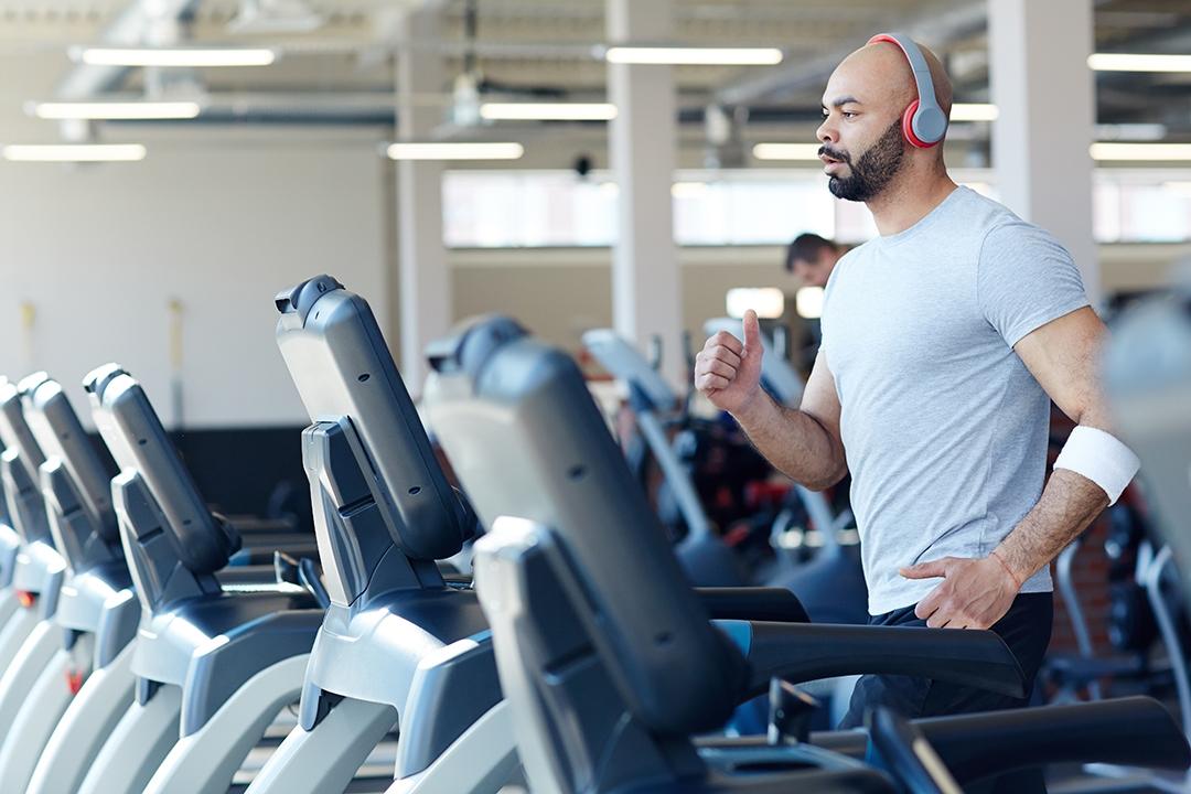 ejercicios de cardio para adelgazar, cardio en casa 30 minutos ejercicios cardio, ejercicio cardio