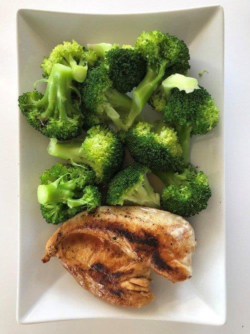 brocoli pollo proteínas