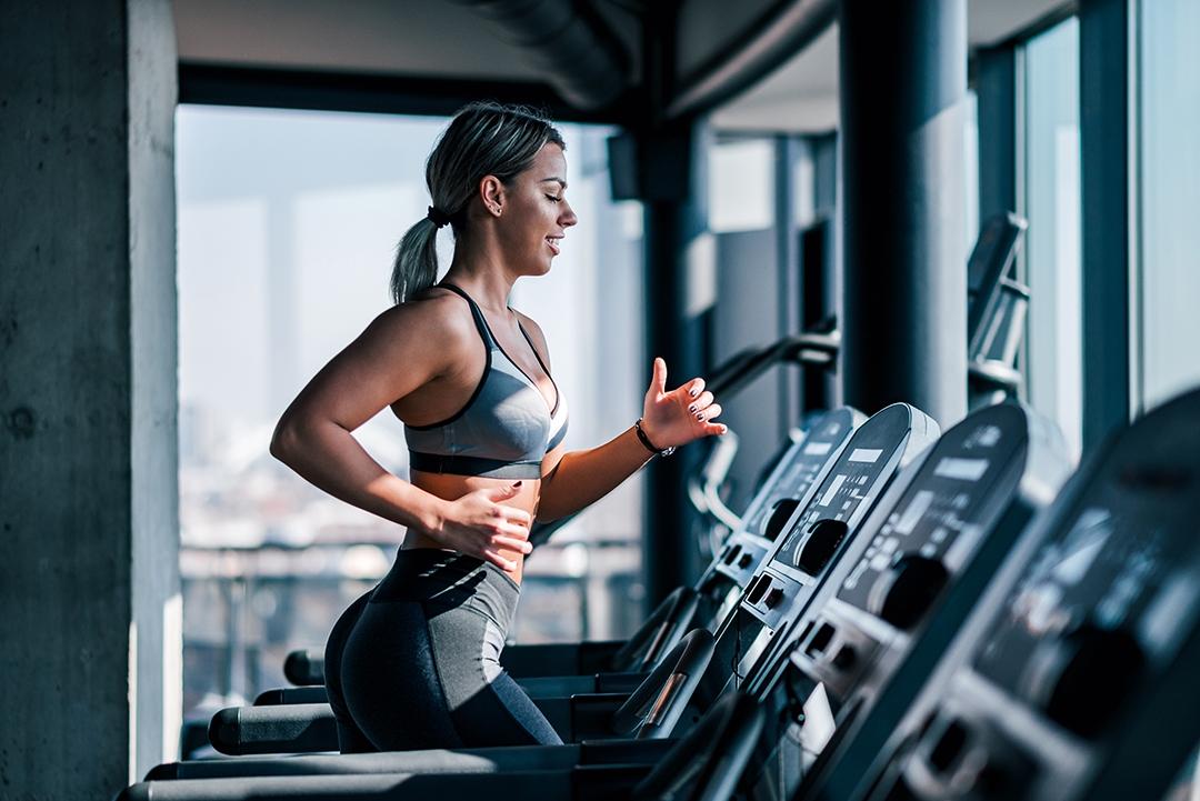 rutina cardio gimnasio, entrenamiento cardio, que es hacer cardio, plan de entrenamiento pesas y cardio