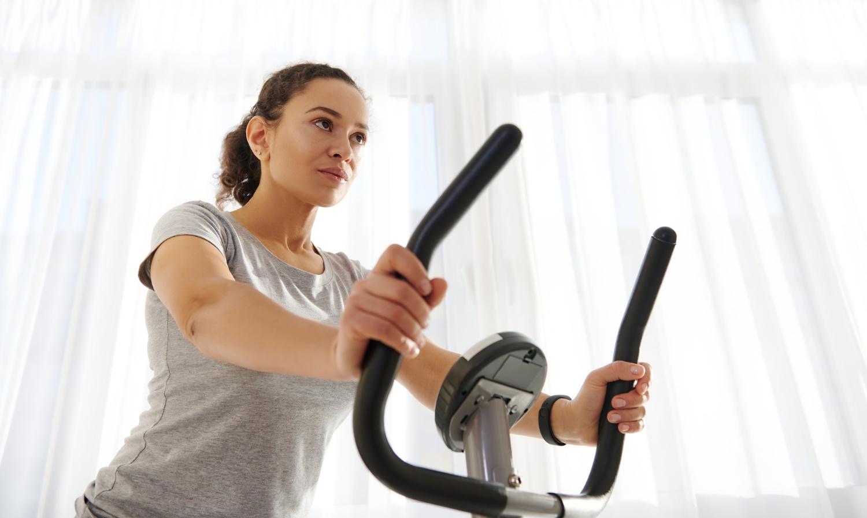 ¿Cómo puedo entrenar haciendo ciclismo indoor?